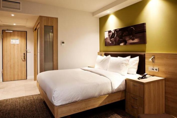 hotel hampton by hilton aachen tivoli kamer